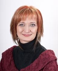 Császár Viktória középiskolai tanár, drámapedagógus.