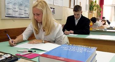 A magyar írásbelikkel megkezdődnek a vizsgák
